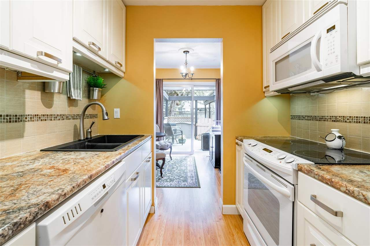 Photo 7: Photos: 21 3046 COAST MERIDIAN ROAD in Port Coquitlam: Birchland Manor Townhouse for sale : MLS®# R2452233