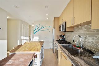 "Photo 13: 907 38 W 1ST Avenue in Vancouver: False Creek Condo for sale in ""The One"" (Vancouver West)  : MLS®# R2552477"