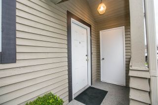 """Photo 3: 33 2736 ATLIN Place in Coquitlam: Coquitlam East Townhouse for sale in """"CEDAR GREEN ESTATES"""" : MLS®# R2040870"""