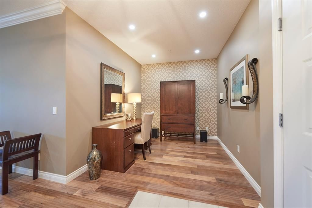 Main Photo: 312 3810 43 Street SW in Calgary: Glenbrook Apartment for sale : MLS®# A1020808