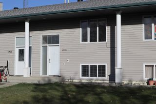 Photo 1: 4923 46 Street: Thorsby Attached Home for sale : MLS®# E4265336