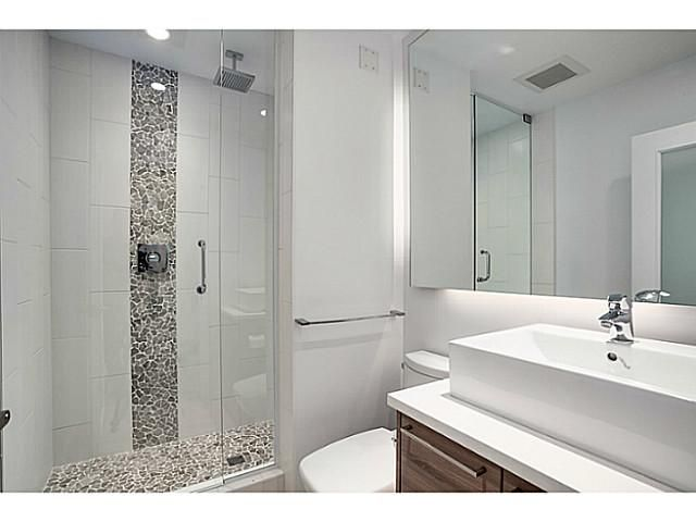 """Main Photo: A&B 120 W 17TH Street in North Vancouver: Central Lonsdale Condo for sale in """"THE OLD COLONOY"""" : MLS®# V1035638"""