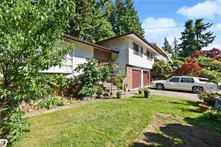 """Photo 2: 2550 TULIP Crescent in Abbotsford: Abbotsford West House for sale in """"Mill Lake"""" : MLS®# R2588525"""