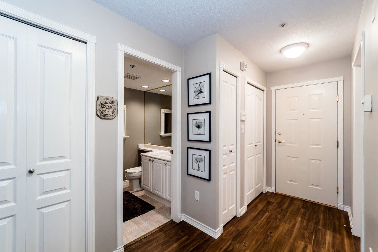 """Photo 2: Photos: 107 1140 STRATHAVEN Drive in North Vancouver: Northlands Condo for sale in """"Strathaven"""" : MLS®# R2131232"""