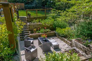 """Photo 3: 2781 126 Street in Surrey: Crescent Bch Ocean Pk. House for sale in """"Crescent Heights"""" (South Surrey White Rock)  : MLS®# R2571292"""