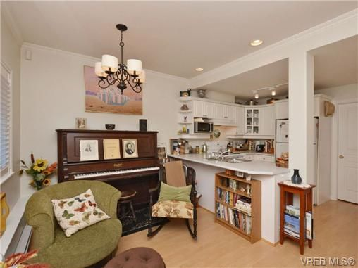 Photo 6: Photos: 2 225 Vancouver St in VICTORIA: Vi Fairfield West Row/Townhouse for sale (Victoria)  : MLS®# 699891