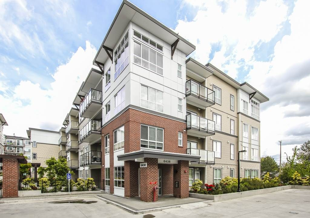 Main Photo: 306 6438 195A Street in Surrey: Clayton Condo for sale (Cloverdale)  : MLS®# R2457034