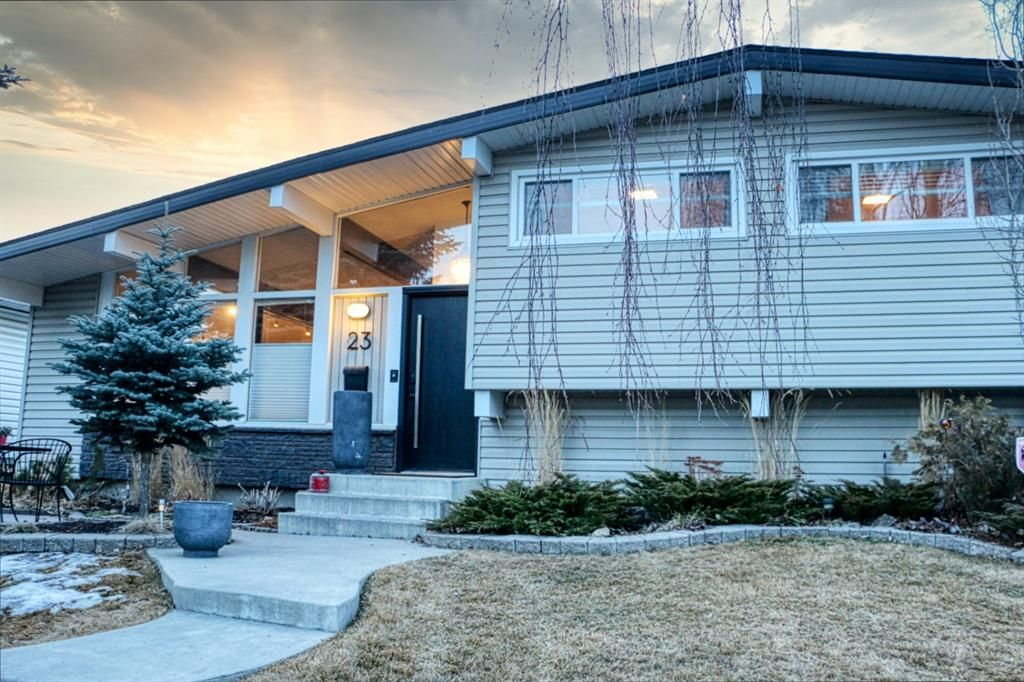 Main Photo: 23 Braden Crescent NW in Calgary: Brentwood Detached for sale : MLS®# A1073272