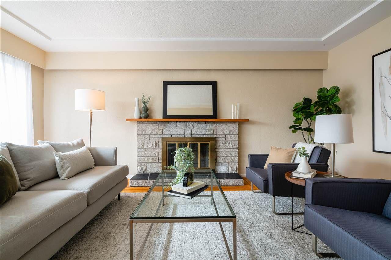 Main Floor Suite Living Room