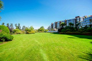 """Photo 32: 108 1450 PENNYFARTHING Drive in Vancouver: False Creek Condo for sale in """"HARBOUR COVE"""" (Vancouver West)  : MLS®# R2459679"""