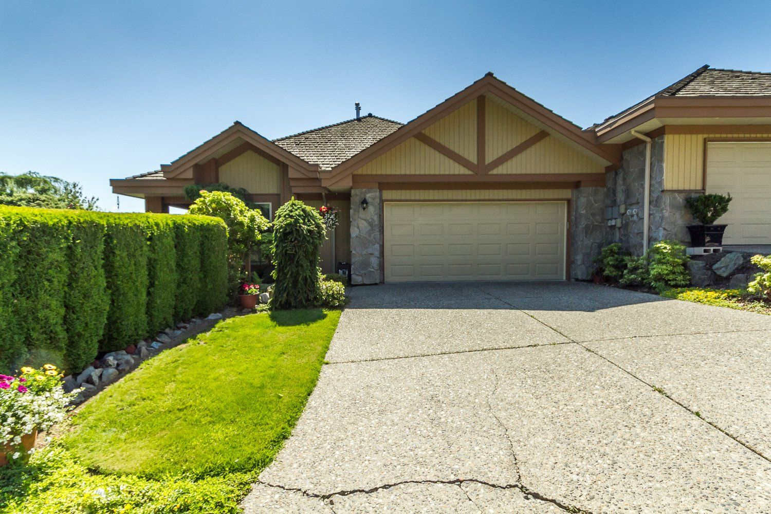 Main Photo: 17 35931 Empress Drive in Abbotsford: 75 Abbotsford East Multi-family for sale