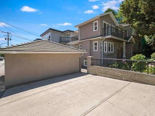 Photo 5: 888 W 70TH Avenue in Vancouver: Marpole 1/2 Duplex for sale (Vancouver West)  : MLS®# R2611004