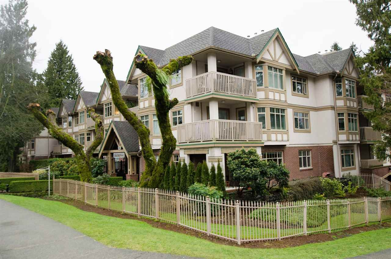 Main Photo: 511 2059 CHESTERFIELD AVENUE in North Vancouver: Central Lonsdale Condo for sale
