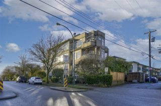 "Main Photo: 102 2091 VINE Street in Vancouver: Kitsilano Condo for sale in ""VINE GARDENS"" (Vancouver West)  : MLS®# R2545419"