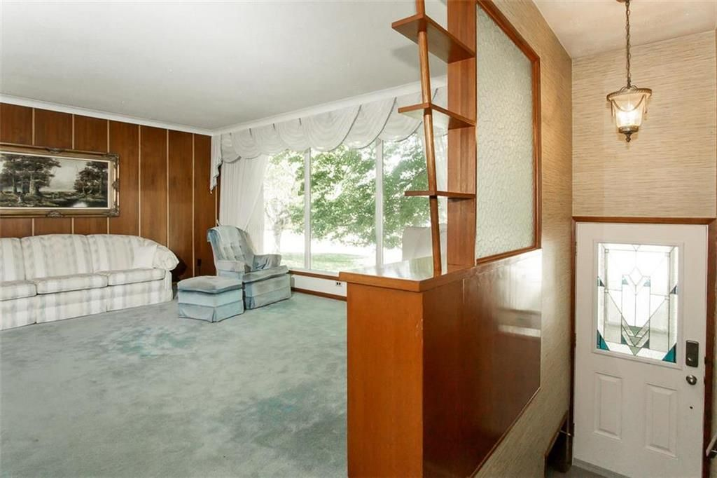 Photo 11: Photos: 128 Sterling Avenue in Winnipeg: Meadowood Residential for sale (2E)  : MLS®# 202011390