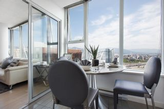 """Photo 10: 3307 33 SMITHE Street in Vancouver: Yaletown Condo for sale in """"COOPER'S LOOKOUT"""" (Vancouver West)  : MLS®# R2615498"""