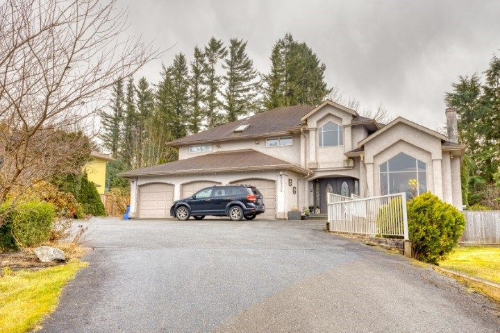 Main Photo: 8535 BANNISTER Drive in Mission: Mission BC House for sale : MLS®# R2547995
