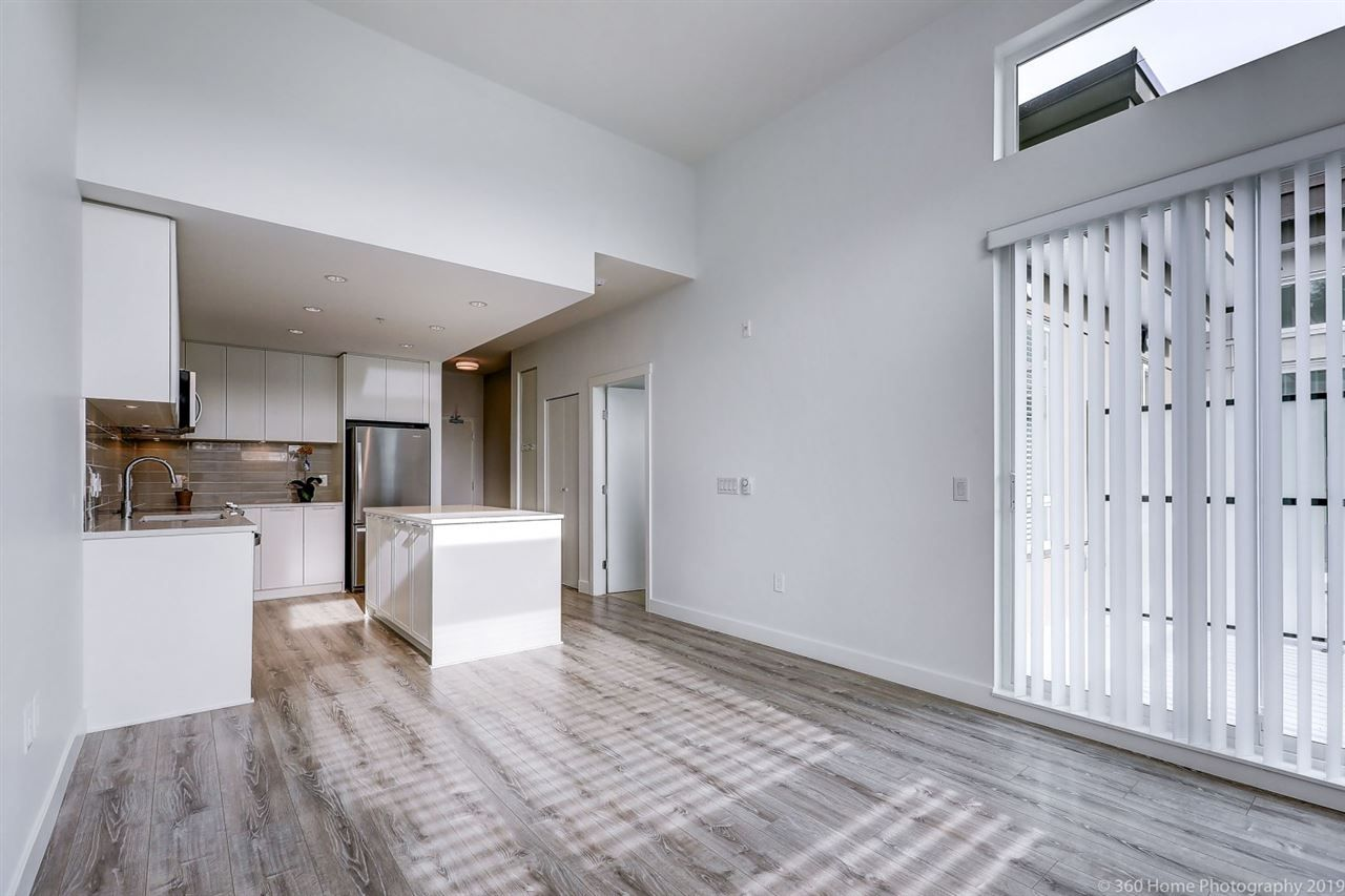 Main Photo: 412 2382 ATKINS Avenue in Port Coquitlam: Birchland Manor Condo for sale : MLS®# R2418574