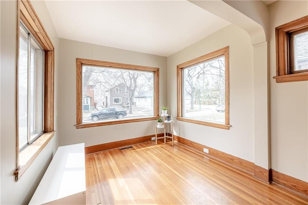 Photo 3: Photos: 292 Beaverbrook Street in Winnipeg: River Heights North Residential for sale (1C)  : MLS®# 202109631