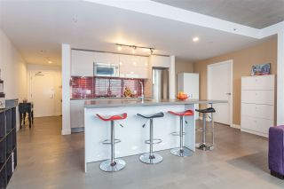 "Photo 2: 1203 108 W CORDOVA Street in Vancouver: Downtown VW Condo for sale in ""Woodward W32"" (Vancouver West)  : MLS®# R2111852"