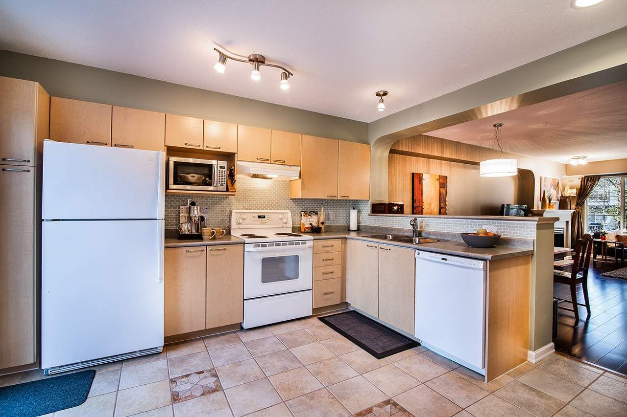 """Photo 12: Photos: 83 12778 66 Avenue in Surrey: West Newton Townhouse for sale in """"Hathaway Village"""" : MLS®# R2130241"""