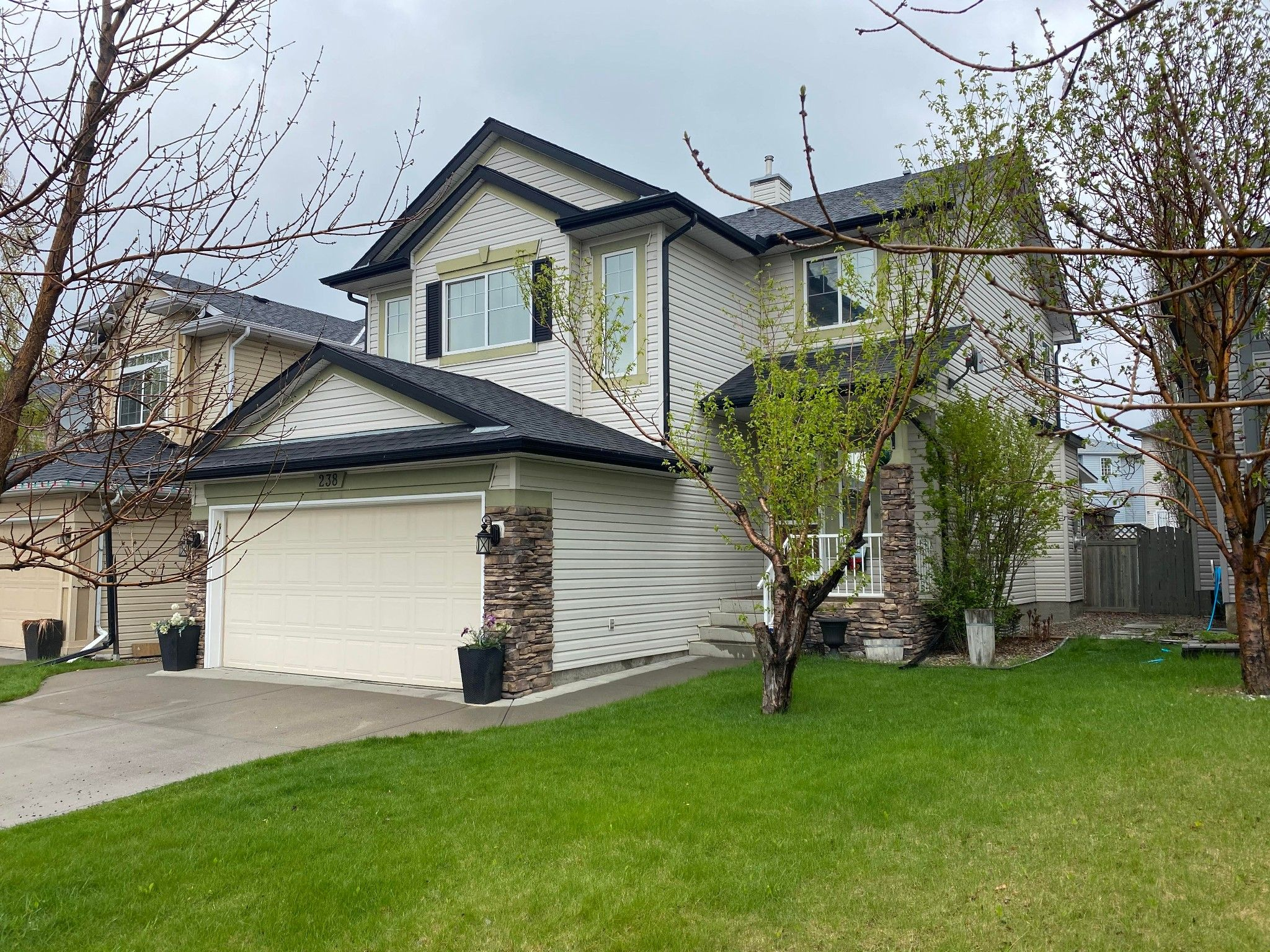 Main Photo: 238 CITADEL Drive NW in Calgary: Residential for sale : MLS®# A1115309