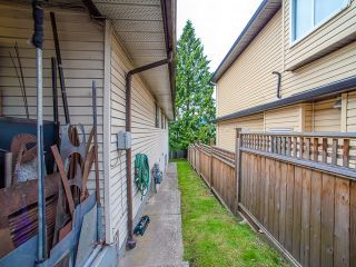 Photo 3: 5445 MANOR Street in Burnaby: Central BN 1/2 Duplex for sale (Burnaby North)  : MLS®# R2083747