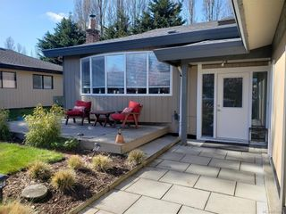 Photo 4: 10306 Gabriola Pl in Sidney: Si Sidney North-East House for sale : MLS®# 835055
