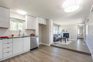 """Photo 4: 119 1840 160 Street in Surrey: King George Corridor Manufactured Home for sale in """"Breakaway Bays"""" (South Surrey White Rock)  : MLS®# R2598312"""