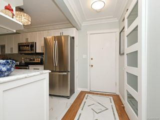 Photo 3: 101 9560 Fifth St in : Si Sidney South-East Condo for sale (Sidney)  : MLS®# 859398