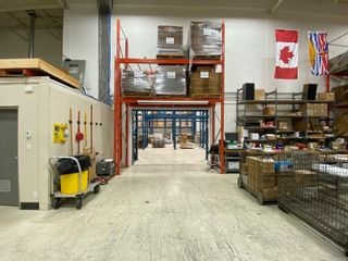 Photo 4: 4224 Commerce Cir in : SW Glanford Warehouse for lease (Saanich West)  : MLS®# 858749