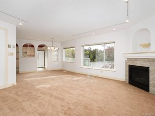 Photo 4: 3 1 Dukrill Rd in View Royal: VR Six Mile Row/Townhouse for sale : MLS®# 845529