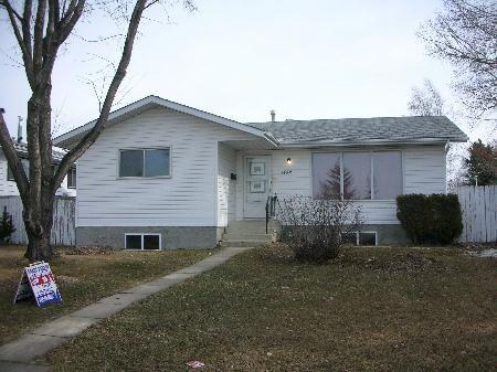 Main Photo: 1432 KNOTTWOOD ROAD EAST: House for sale (Ekota)  : MLS®# E3085147