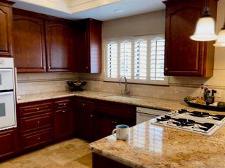 Photo 6: VISTA House for sale : 3 bedrooms : 883 Evergreen Lane