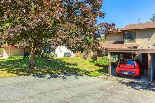 """Photo 3: 6928 134 Street in Surrey: West Newton 1/2 Duplex for sale in """"BENTLEY"""" : MLS®# R2490871"""