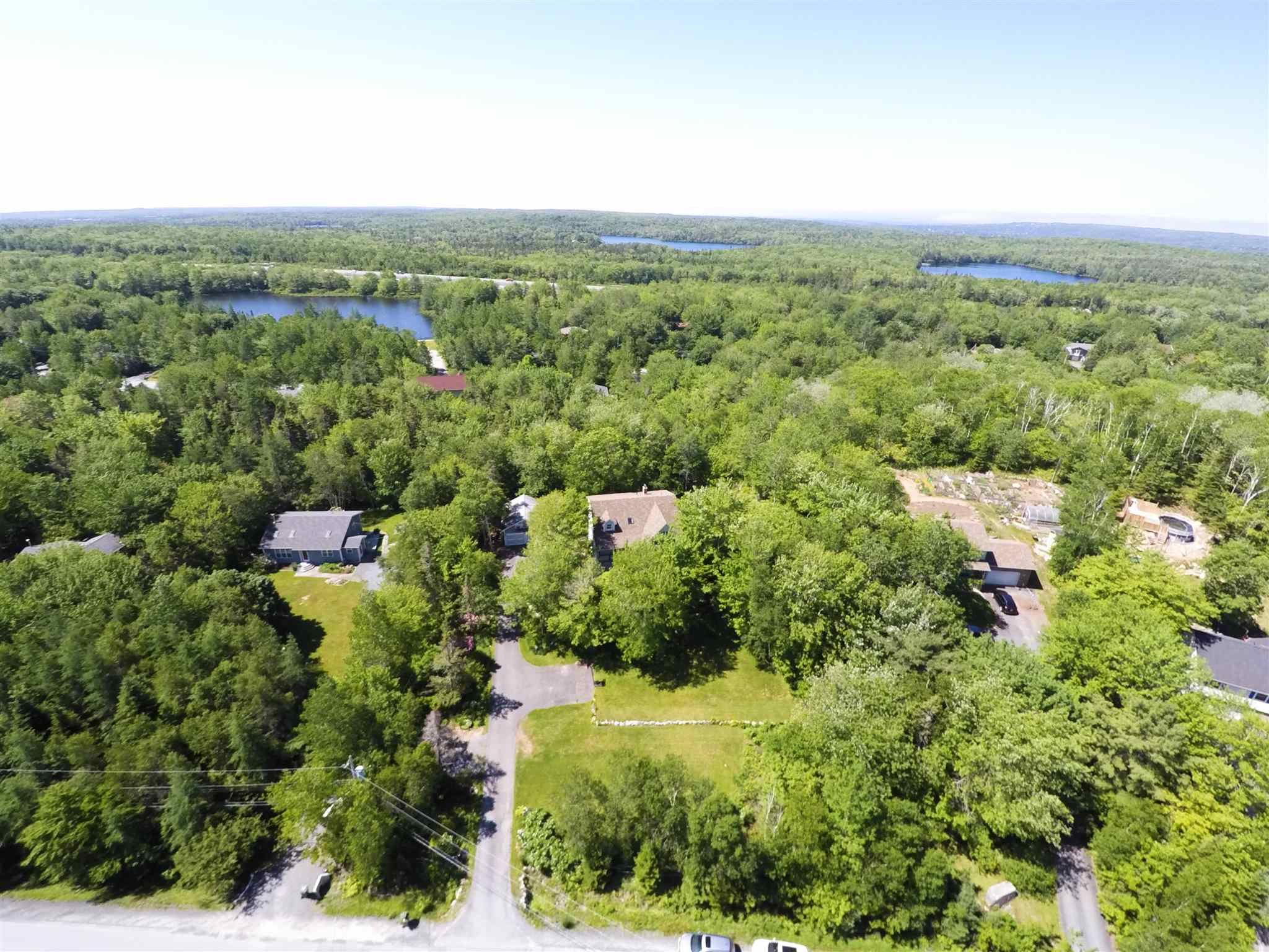 Main Photo: 305 Windsor Drive in Stillwater Lake: 21-Kingswood, Haliburton Hills, Hammonds Pl. Residential for sale (Halifax-Dartmouth)  : MLS®# 202115349
