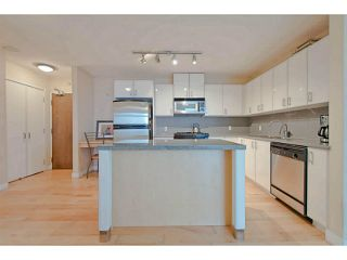 """Photo 4: 604 155 W 1ST Street in North Vancouver: Lower Lonsdale Condo for sale in """"Time"""" : MLS®# V1050173"""