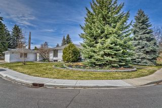 Photo 2: 10843 Mapleshire Crescent SE in Calgary: Maple Ridge Detached for sale : MLS®# A1099704