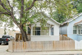 Photo 2: 401 25th Street West in Saskatoon: Caswell Hill Residential for sale : MLS®# SK870173