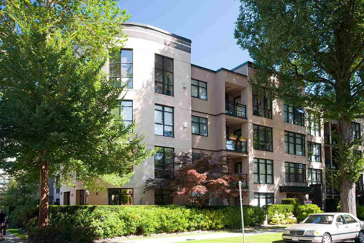 "Main Photo: 307 2181 W 10TH Avenue in Vancouver: Kitsilano Condo for sale in ""THE TENTH AVENUE"" (Vancouver West)  : MLS®# R2155549"