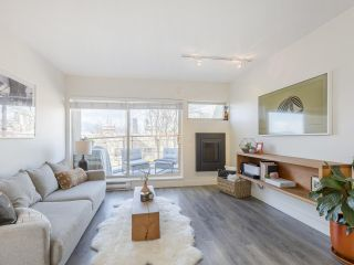 """Photo 2: 209 1195 W 8TH Avenue in Vancouver: Fairview VW Townhouse for sale in """"ALDER COURT"""" (Vancouver West)  : MLS®# R2560654"""