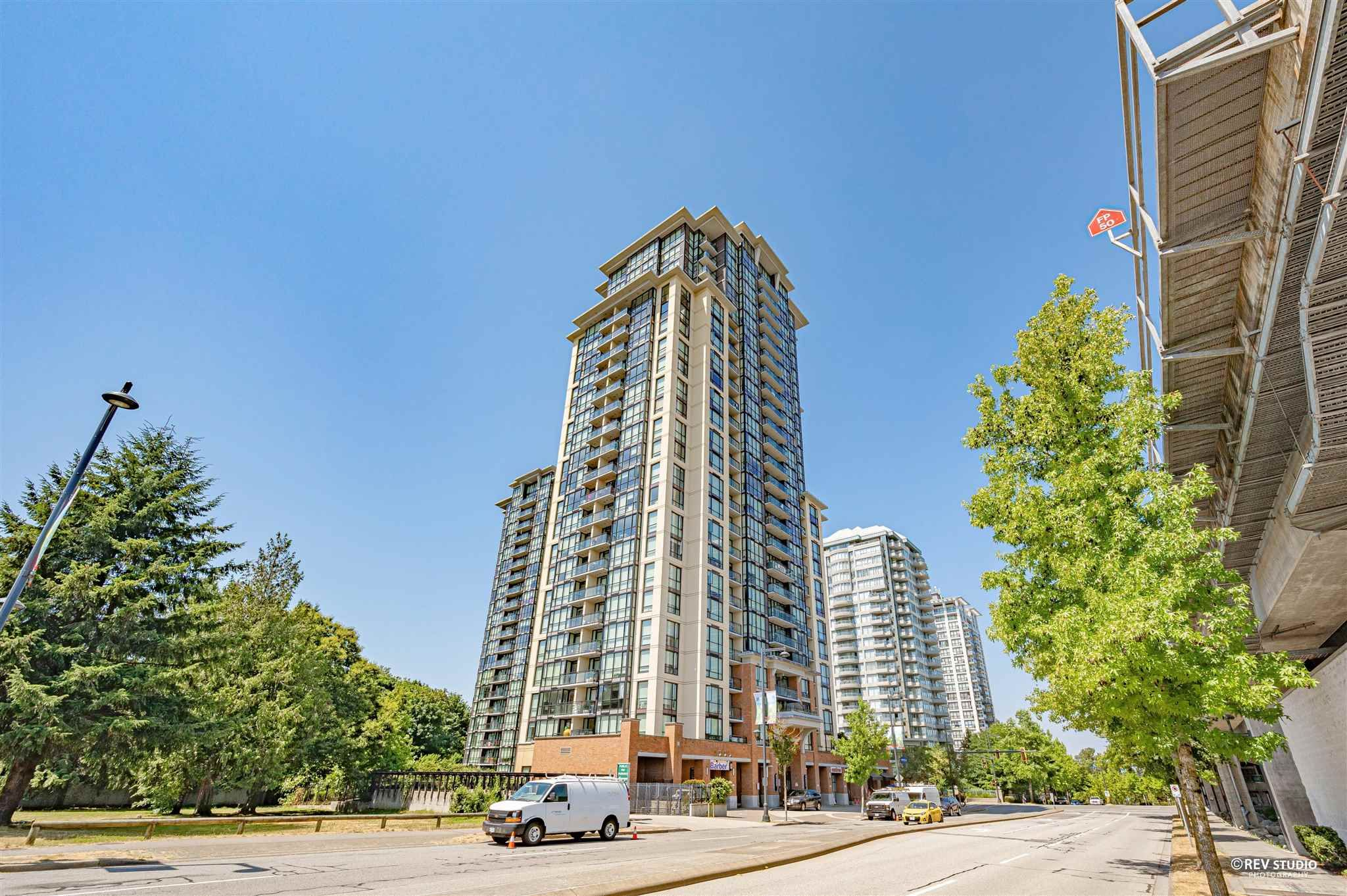 """Main Photo: 407 10777 UNIVERSITY Drive in Surrey: Whalley Condo for sale in """"City Point"""" (North Surrey)  : MLS®# R2599755"""