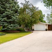 Main Photo: 36 Pine Crescent in Steinbach: House for sale : MLS®# 202114812