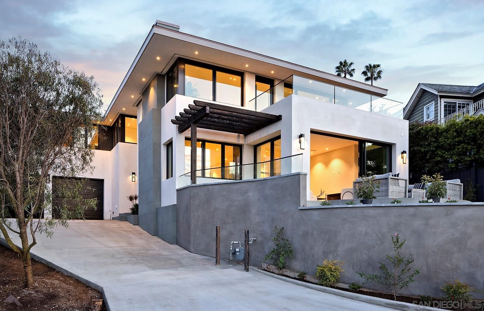 Main Photo: LA JOLLA House for sale : 4 bedrooms : 2045 LOWRY PLACE