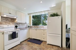 Photo 11: 206 1725 MARTIN Drive in Surrey: Sunnyside Park Surrey Condo for sale (South Surrey White Rock)  : MLS®# R2604978