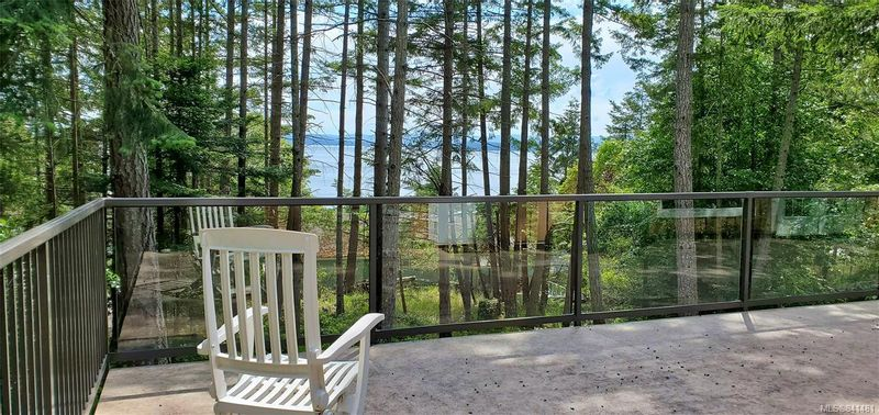 FEATURED LISTING: 3731 Privateers Rd Pender Island