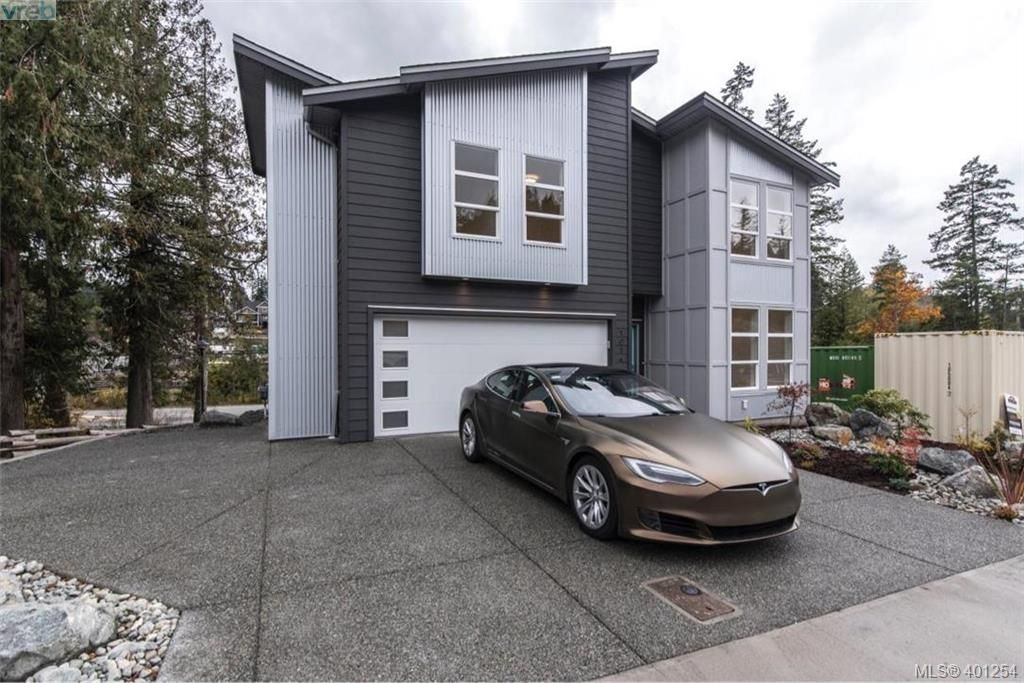 Main Photo: 1014 Golden Spire Cres in VICTORIA: La Olympic View House for sale (Langford)  : MLS®# 800704