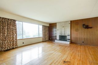 Photo 3: 8413 DELAWARE Road in Richmond: Woodwards House for sale : MLS®# R2372031
