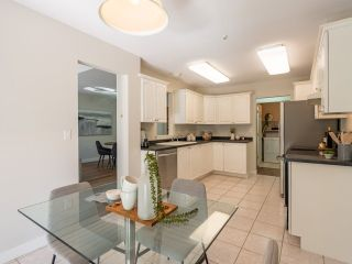 """Photo 16: 305 1150 LYNN VALLEY Road in North Vancouver: Lynn Valley Condo for sale in """"The Laurels"""" : MLS®# R2496029"""