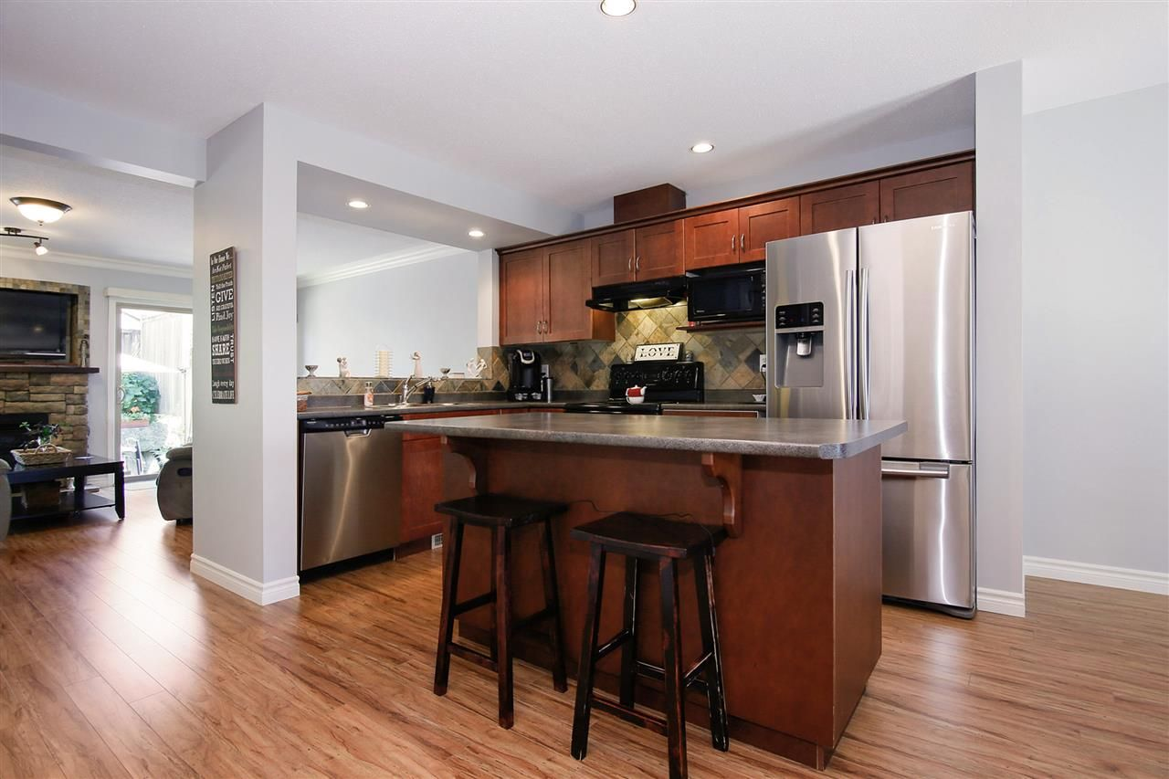 """Photo 4: Photos: 2 46840 RUSSELL Road in Sardis: Promontory Townhouse for sale in """"TIMBER RIDGE"""" : MLS®# R2197387"""